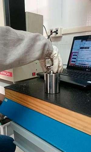 Empresa de calibração de máquinas universal de ensaio
