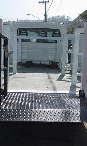 Plataforma elevatória cargas veiculares para cilindros de gases