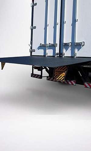 Plataforma elevatória veicular