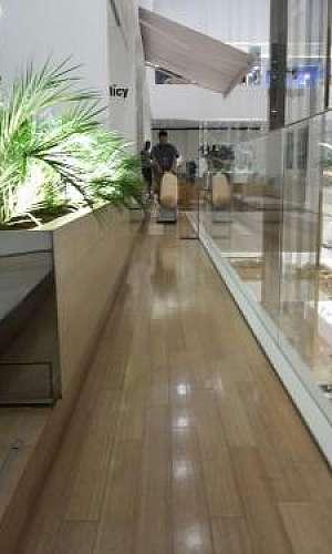 Tratamento de piso de madeira